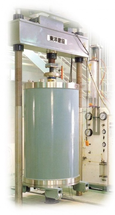 Super Large-Scale Dynamic Triaxial Testing Apparatus