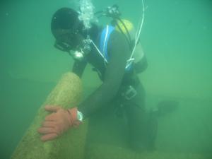 潜水士によるアマモシートの敷設